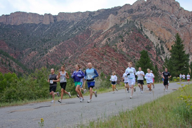 Group of racers near the start of the 2008 Tower Rock Run 10K